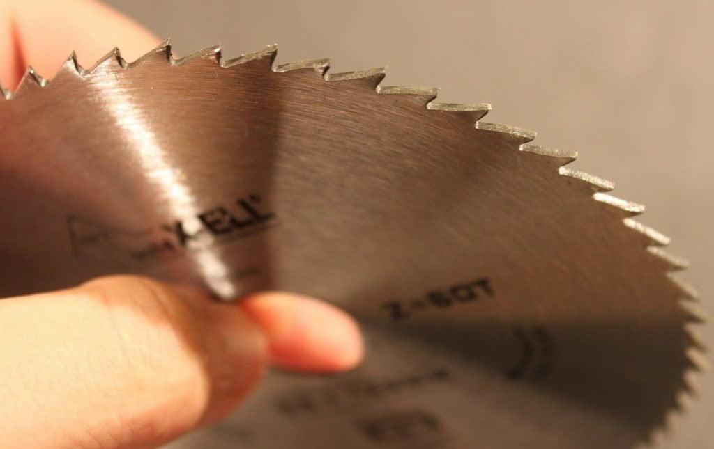signs of a blunt circular saw blade