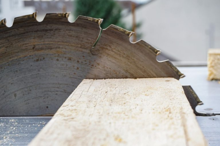 replacement of circular saw blade for woodworking